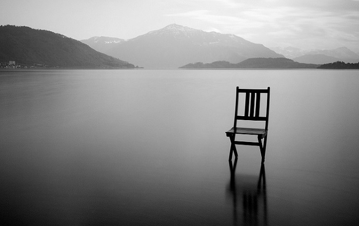 sedia e vuoto